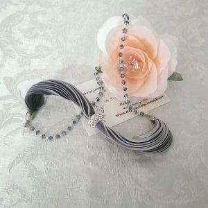 Bracciale in seta shibori grigio e cristalli