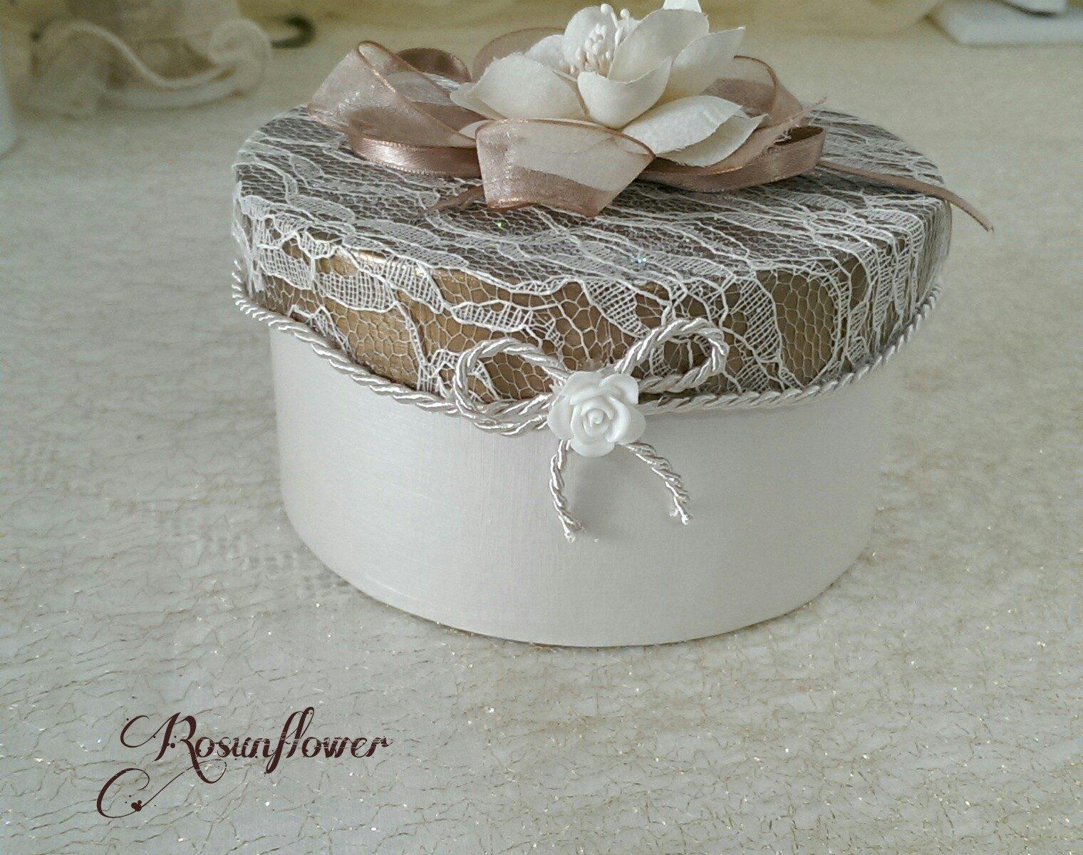 scatola portagioielli decorata con pizzo e seta