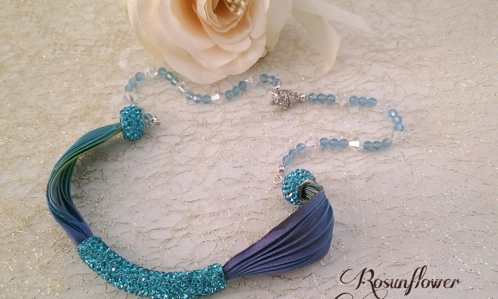 Collana azzurra in argento 925, seta e cristalli