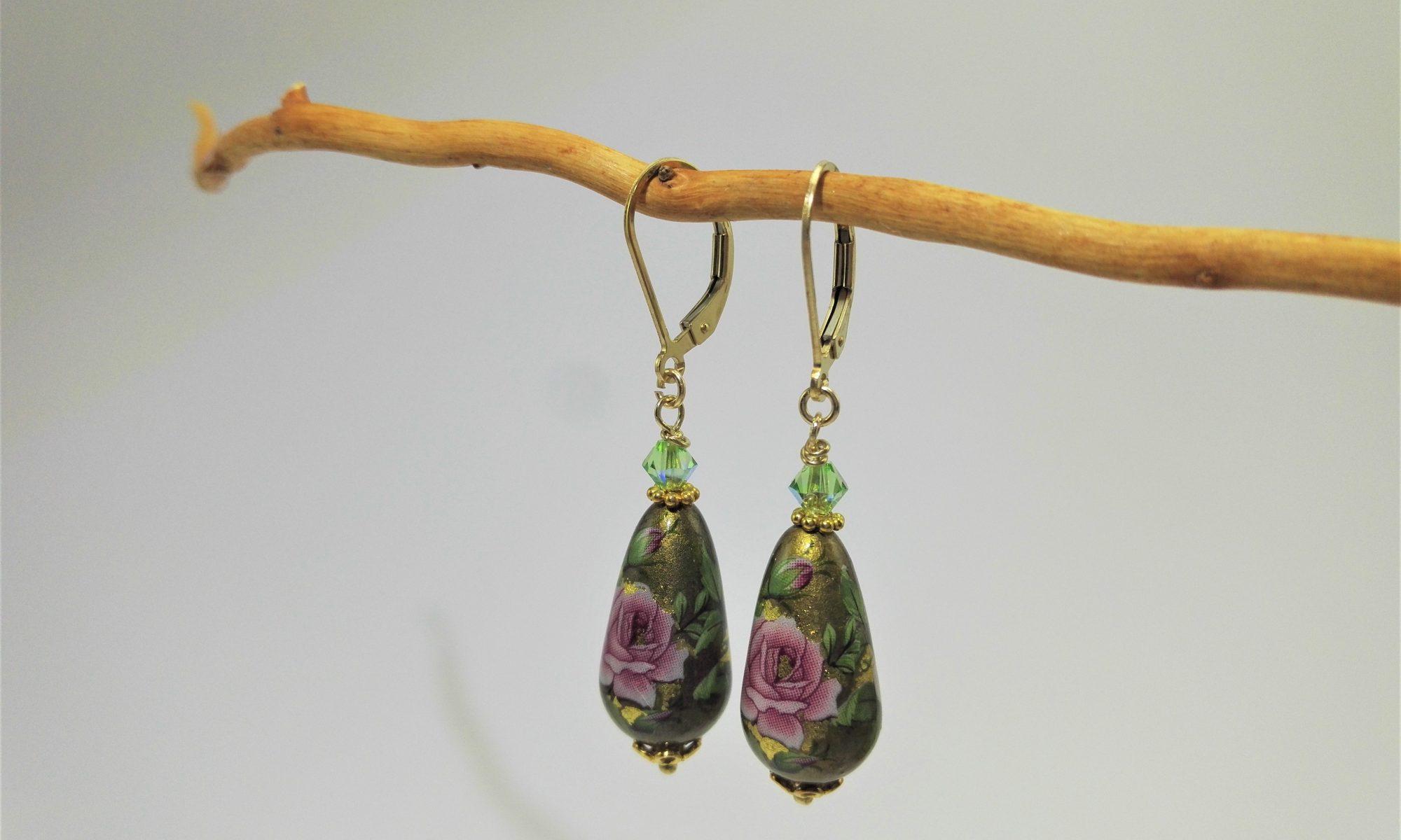 Orecchini di perle Tensha, tema floreale verde e oro