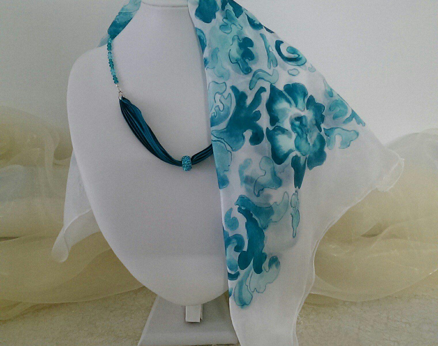 Foulard verde e blu di seta chiffon dipinto a mano