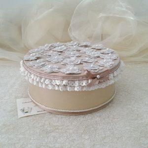 Scatola portagioie avorio, decorata con margherite