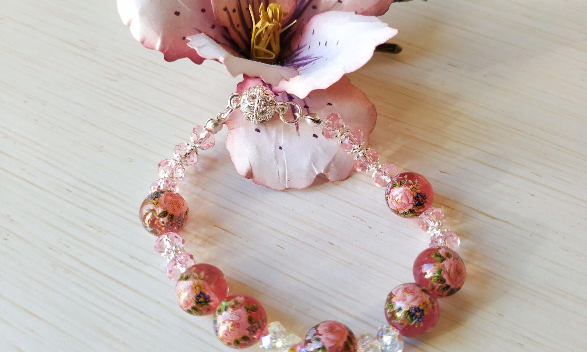 bracciale rosa con perle
